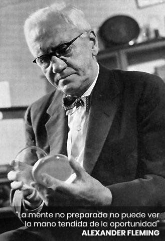 Alexander Fleming mirando una placa de Petri