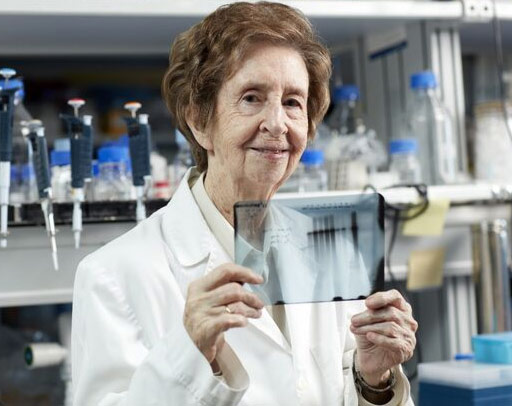 Margarita Salas en el laboratorio