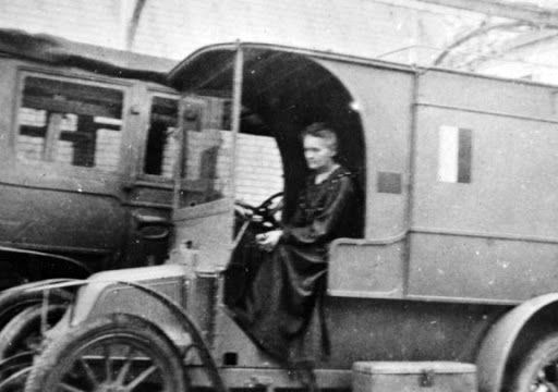 Marie Curie conduciendo una ambulancia